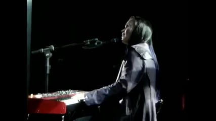 Tarja plays Oasis (video taken from stage)