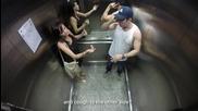 Мъж болен от туберкулоза кашля в асансьор - Шега