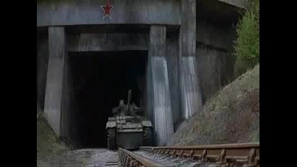 Жестоко! Влак Срещу Танк... Ужас !