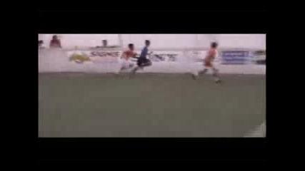 11 Годишно Дете Показва Футболни Умения