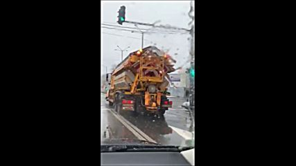 Опесъчаване на пътищата в София