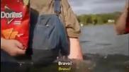 Смях! Рибар улавя русалка,но друг няма късмет