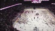 25 000 плюшени мечета на леда - Teddy Bear Toss 2012
