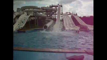 На Пързалката В Aqualand