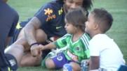Как се забавляват бразилците по време на тренировка?