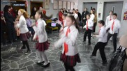Ужас!!! Учители карат децата да танцуват на Азис - Гр.видин