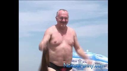 Голи И Смешни - Скрита Камера Гола мацка на плажа ( Супер Качество )