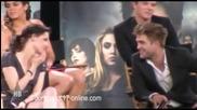 Kristen Gets Touchy with Robert Pattinson