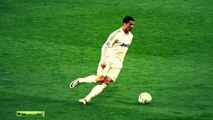 Кристиано Роналдо се подхлъзва повреме на мач ! :d