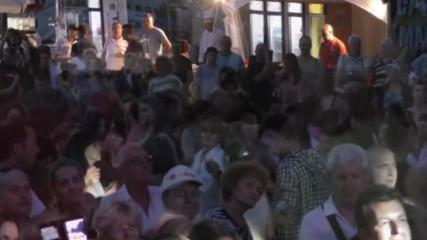 Пищно хоро се завихри на концерта на Николина Чакърдъкова в южния парк в София