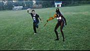 битка кунг фу с жена с маска