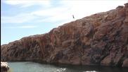 С батут край стръмните скали , със скокове в сините води!