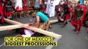 Човекът, който седи зад Кръста на Христос в Мексико