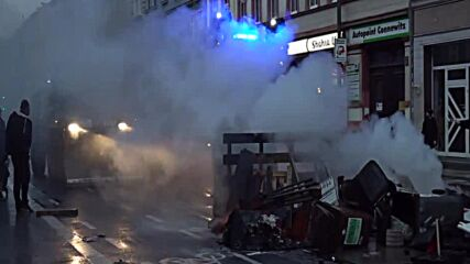 Germany: Police deploy water cannons to disperse Antifa protesters in Leipzig