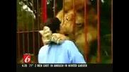 ! Лъв Прегръща И Целува Осиновителката Си!