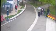 Вълк напада две годишно момиче