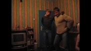 Близнаци Танцуват На Нелина