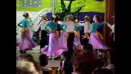Концерт*мексикански танц в изпълнение на 5б клас 49 оу (2008 - 2009)