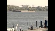 Туристически кораб със 100 пътници заседна близо до Свищов