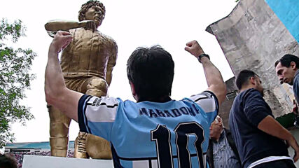 From Argentina to Russia to Italy, Maradona was revered worldwide *ARCHIVE*