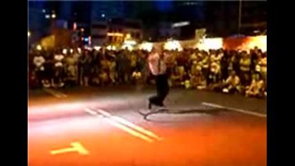 Улично Танцуване С Обръч