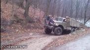 Това го могат само руските шофьори с тяхните велики стари камиони!