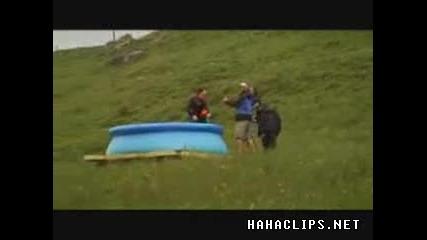 скок от далеко в басейн