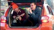 На живо от багажника - руснаци измислиха как да развеселят жените зад волана