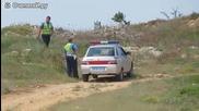 Полицай гони мотопедист - Русия