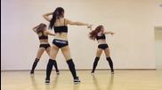 Три секси мацета клатят дупенца в ритъма dance Twerk