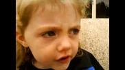 Малко момиченце пее песничка за Бербатов 2