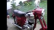 Дядото има хубав и запазен мотор Jawa 250 559