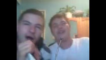 Тримата от запаса пеят Кен Лииии