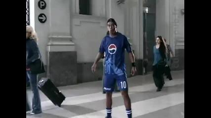 Ronaldinho, Messi, Beckham, Henry, Fabregas, Lampard shuffle Pepsi