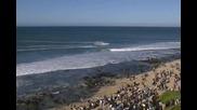 Драматични кадри , Сърфист отбива нападение от акула по време на състезание !