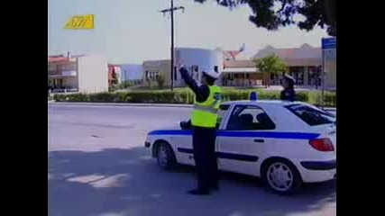 Полицай спира моторист - Голям смях