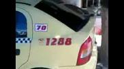 Такси, паркирано против вдигане от паяк