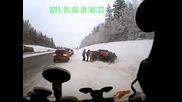 Лада се разбива в снега
