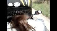 Момиче кара Honda VFR 750