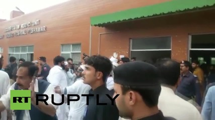 Pakistan: Earthquake victims taken to Peshawar hospital