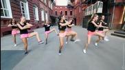 Танцуващи красиви момичета