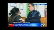 Жена удря шамар на Полицай