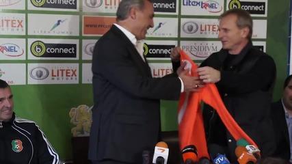 Стоичков: Няма да обещаваме, всичко ще се види на терена