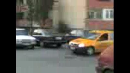 Куче Бяга Пред Такси