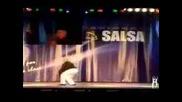 Жена на 85 танцува невероятно салса