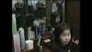 Ужас! Дух в огледалото - китайско момиченце!