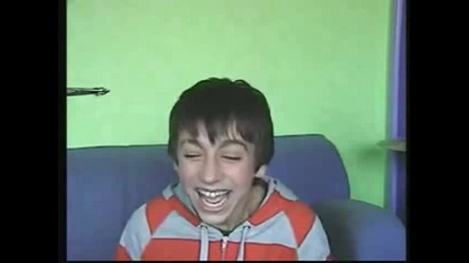 Момчето с Най - дразнещия смях! :)