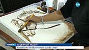 Художничка рисува картини и прави скулптури от кафе