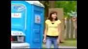 Скрита Камера - Полицай В Тоалетната-Смях