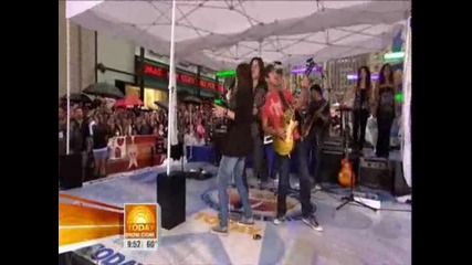 Miley Cyrus - Performing on the Today Show Part 2